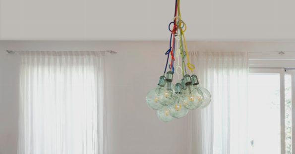 תאורה לסלון עם תקרה גבוה
