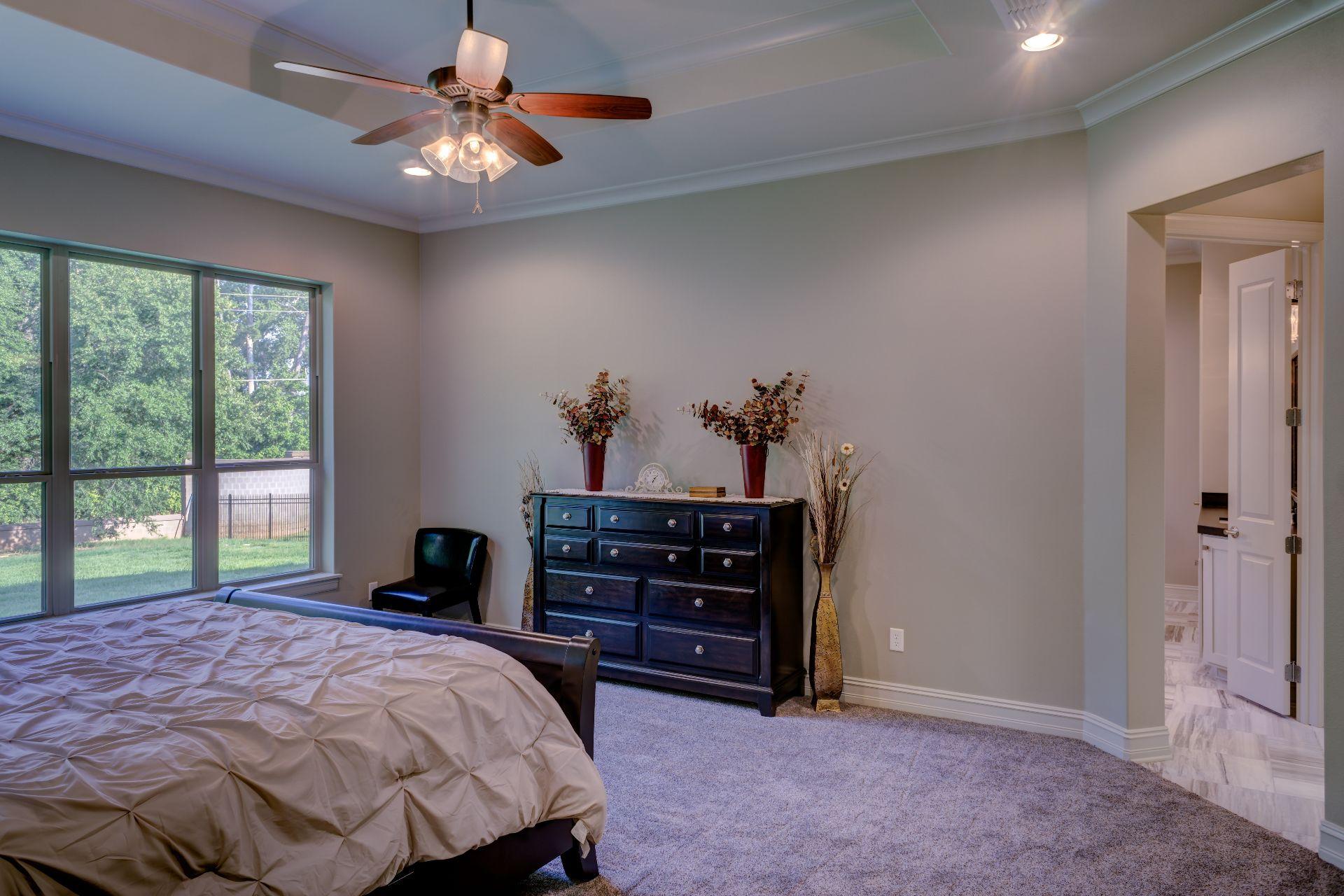 bed-bedroom-chair-280208 (1)