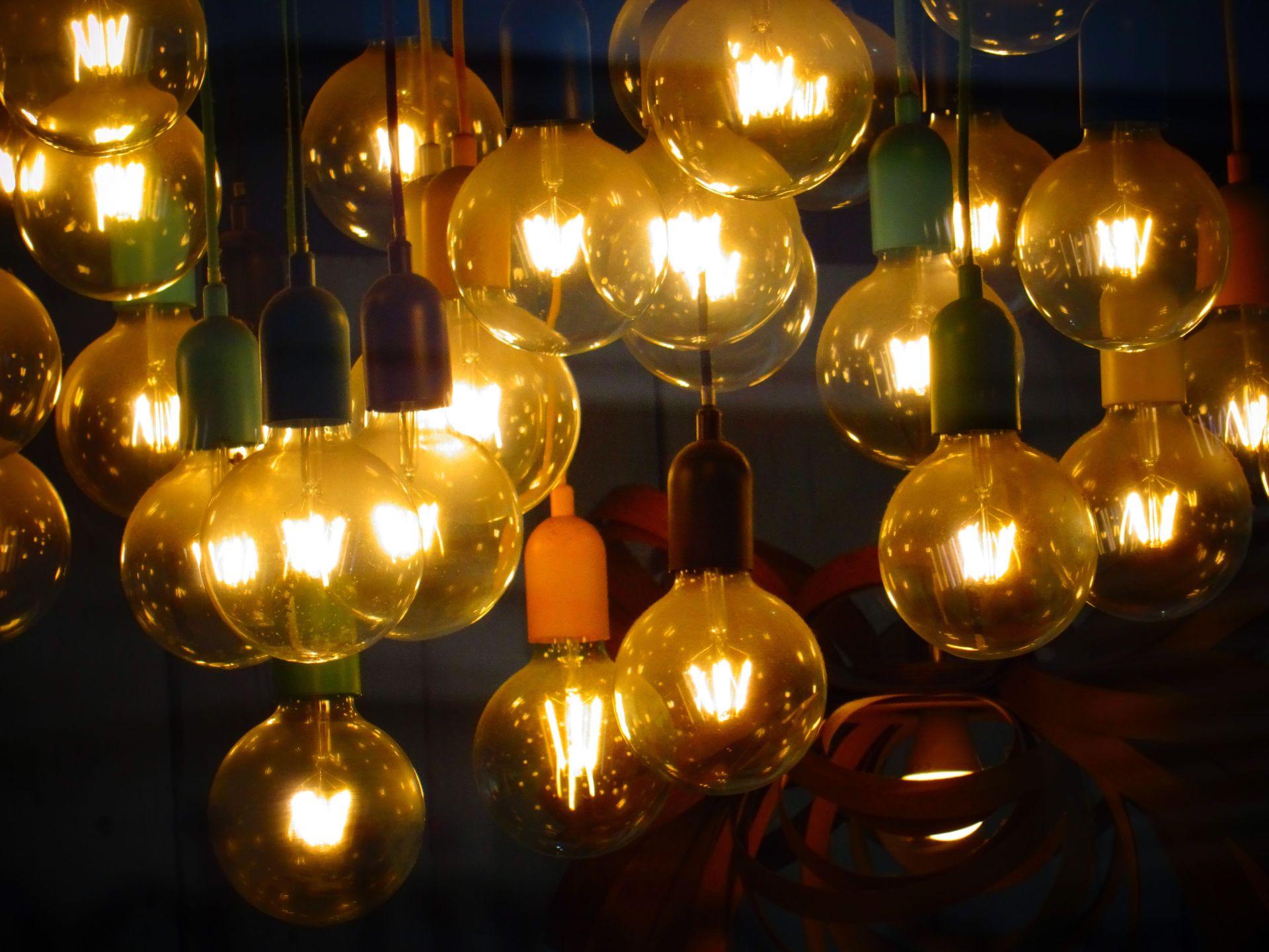 blur-bulbs-close-up-400990