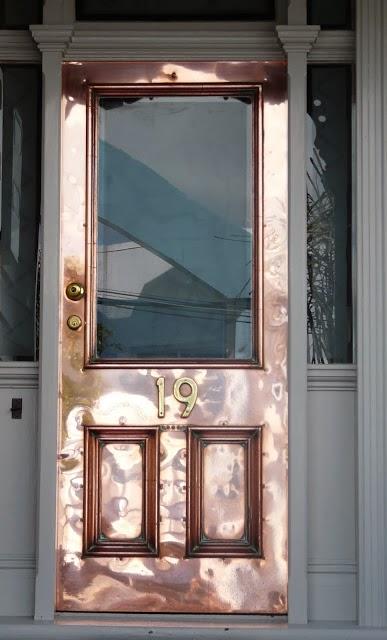 דלת מנחושת