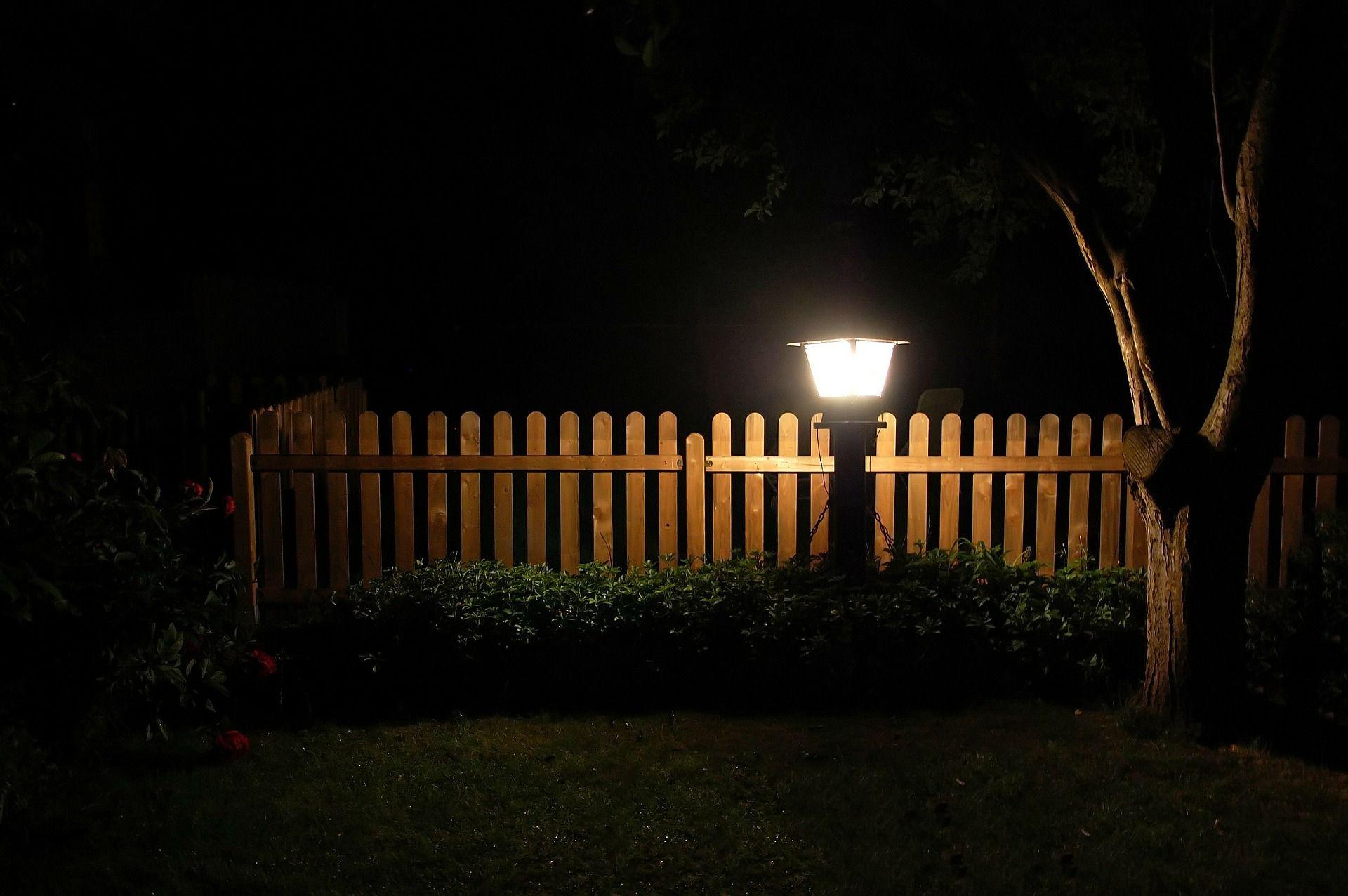 תאורה חיצונית